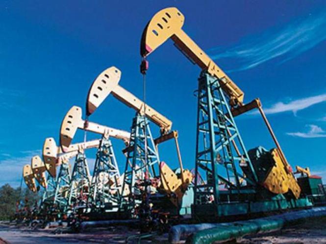 Нефть дешевеет на фоне роста запасов в США