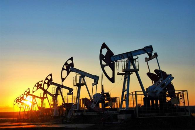 Эксперты: Рынок нефти находится на пороге сильного движения, котировки могут упасть до $50 за баррель