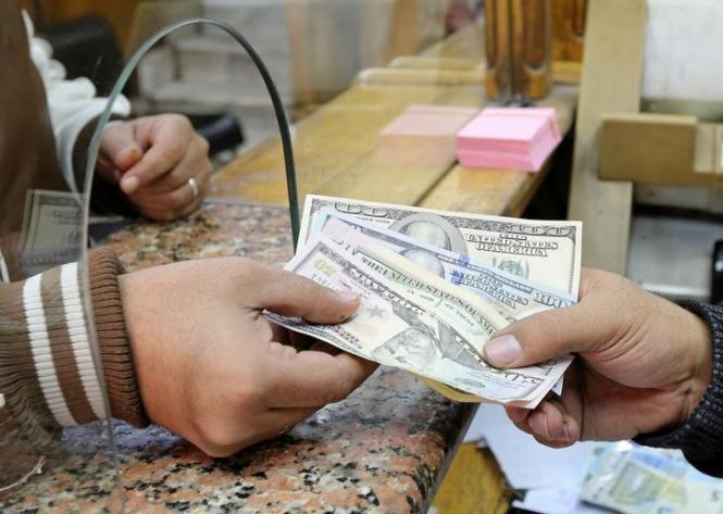 Доллар падает в преддверии переговоров между США и Китаем