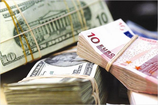 Доллар растет к евро, дешевеет к иене