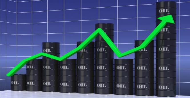 Нефть обновляет максимумы благодаря рекордному спросу на бензин в США