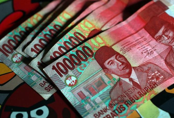 Индонезийская рупия упала до минимума с 1998 года