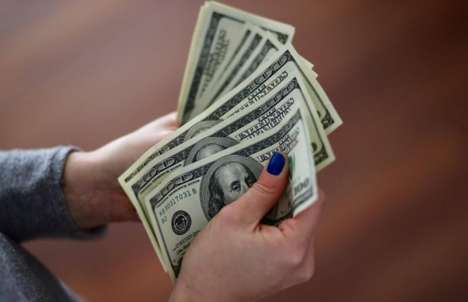 Доллар поймал волну
