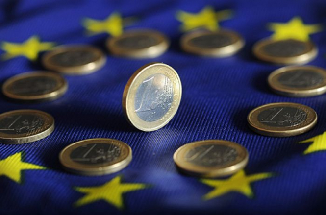 Внешнеторговый профицит еврозоны в июле снизился до 17,6 млрд евро