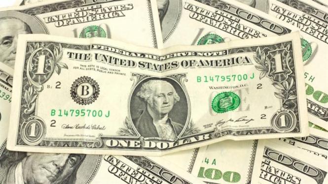 Мир устал от гегемонии доллара – Bloomberg