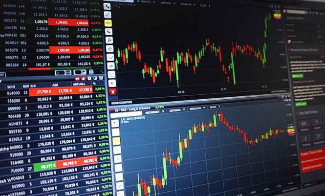 Фондовый рынок США обрушился, инвесторы избавляются от акций и валюты