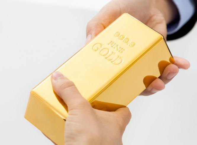 Эксперты: Не торопитесь продавать золото