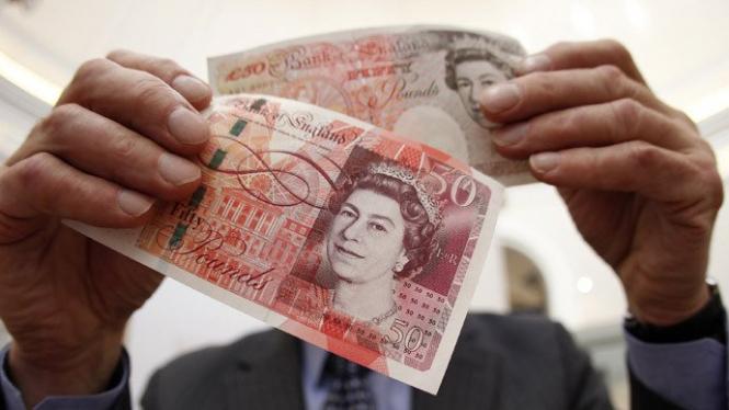 Фунт стерлингов обвалился из-за отставки британского министра