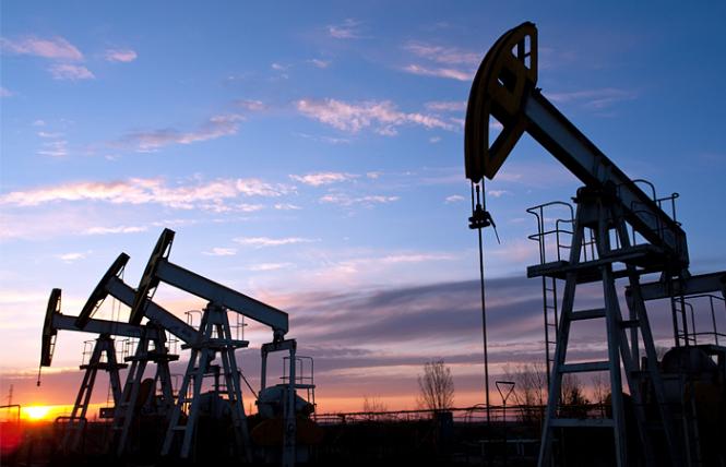 Цены на нефть обновили минимумы с октября 2017 года после роста запасов в США