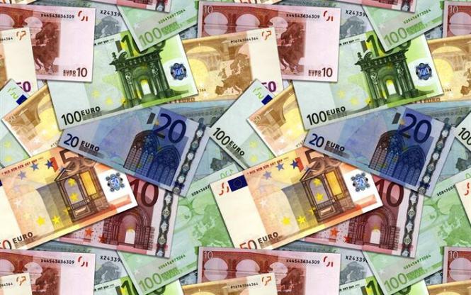 Еврокомиссия представила план по снижению зависимости от доллара США