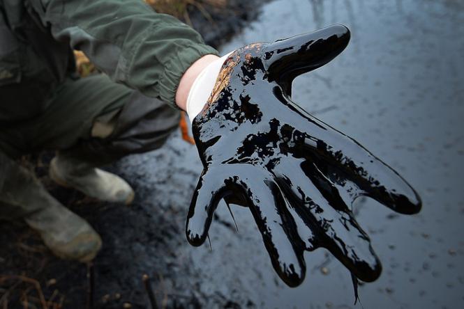 Цены на нефть Brent и WTI рухнули на 5%