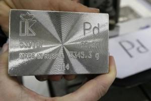 Палладий впервые в истории оценен дороже золота