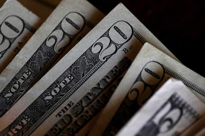 Доллар смог стабилизироваться в конце недели после позитивных данных из США