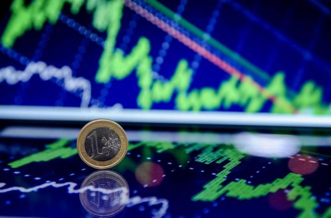 Евро подкосила политика