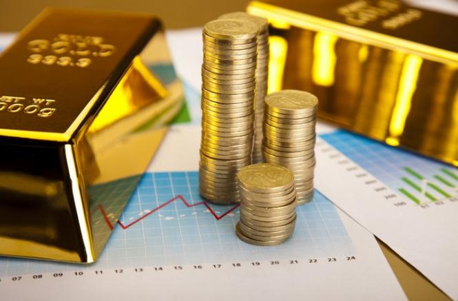 Игра на понижение: золото дешевеет, но готово в любой момент взмыть вверх