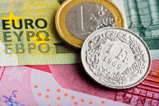 Швейцарский франк обновил двухлетний максимум по отношению к евро