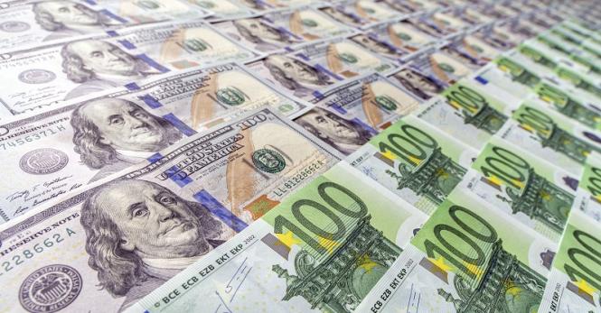Что покупать в преддверии саммита, доллар или евро