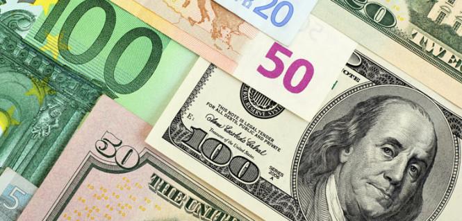 Евро ждет самое крутое падение за 17 месяцев, доллар твердо стоит на ногах