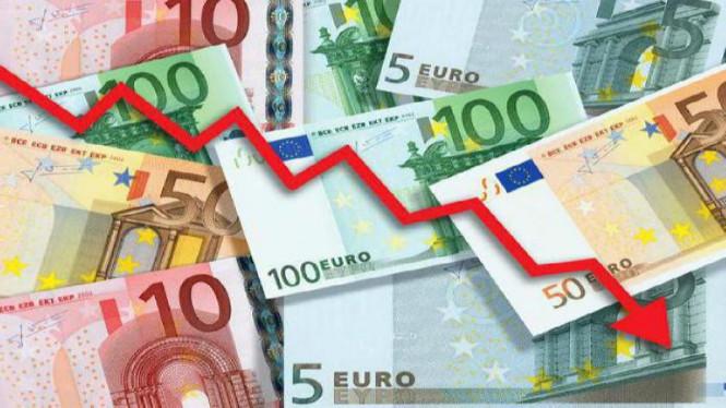 ЕЦБ и Brexit тянут евро на дно