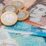 Фунт может взлететь или рухнуть на итогах досрочных выборов в британский парламент