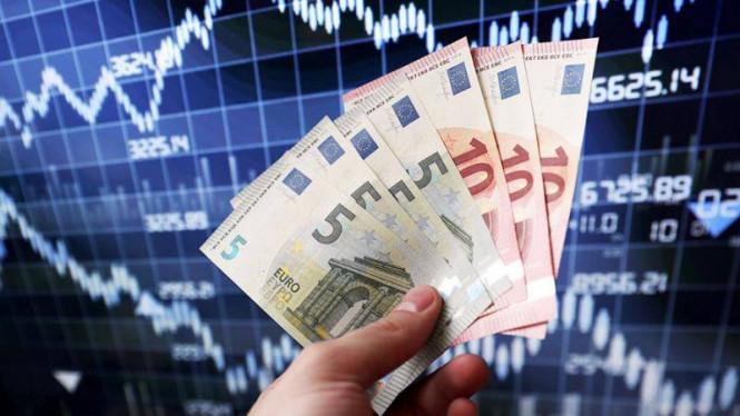 Евро играет с долларом в «кошки–мышки»?