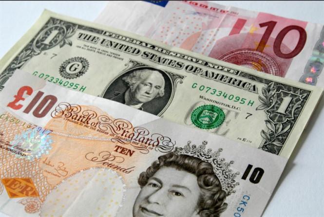 Доллар держится молодцом, евро возглавляет гонку на дно, а фунт не спешит к нему присоединяться