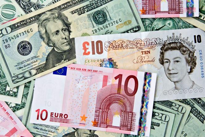 Доллар на троне, а евро и фунт в обороне