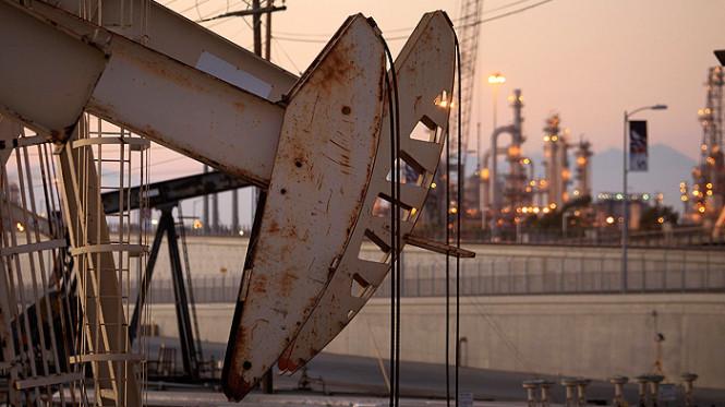 Нефть пытается найти опору: стоимость сырья незначительно выросла