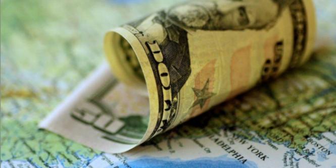 Американский доллар завис в неопределенности: котировки изменяются слабо