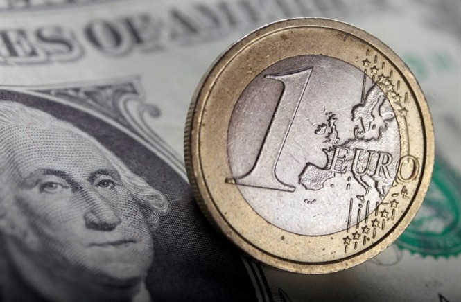 EUR/USD: доллар оказался крепким орешком, а евро продолжает плыть в штормовых водах
