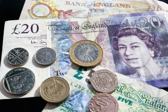 Штурм не удается: британская валюта не может занять максимальную отметку