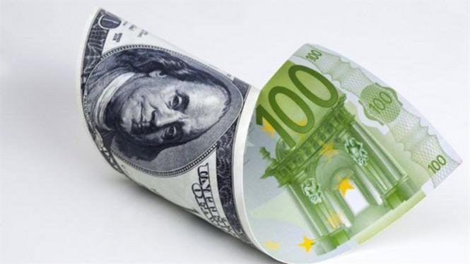 EUR/USD: доллар пытается тянуть одеяло на себя