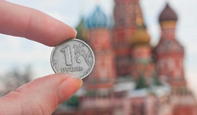 Выстоит или нет: эксперты опасаются непредсказуемой реакции рубля на выборы в США