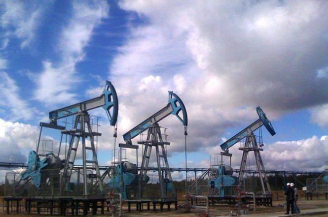 Американские горки для нефти: цена черного золота падает после достижения громкого рекорда