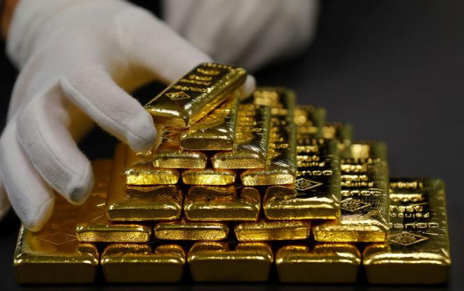 Золото дорожает на фоне слабого доллара