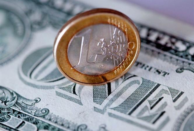 Рыночный оптимизм толкает пару EUR/USD вверх: доллар отступает, а евро намерен закрепить успех