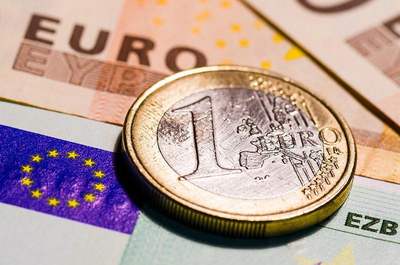 EUR/USD: евро проходит тест на прочность