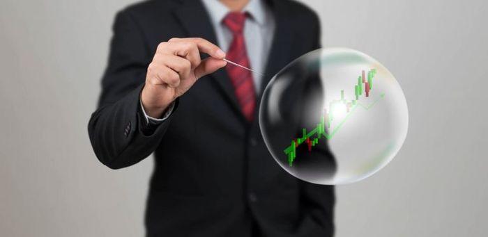 В ожидании катастрофы: чем грозит и когда лопнет пузырь на фондовых рынках