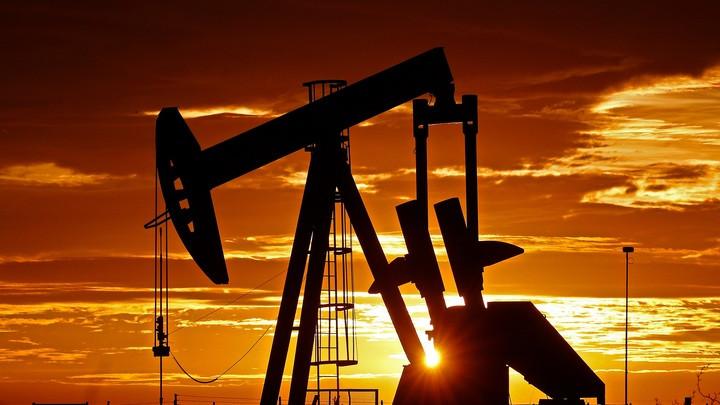 Нефть теряет в цене на фоне тревожных прогнозов