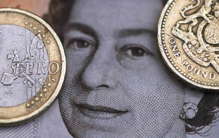 По евро доминируют «медвежьи» настроения, фунт приготовился к развороту