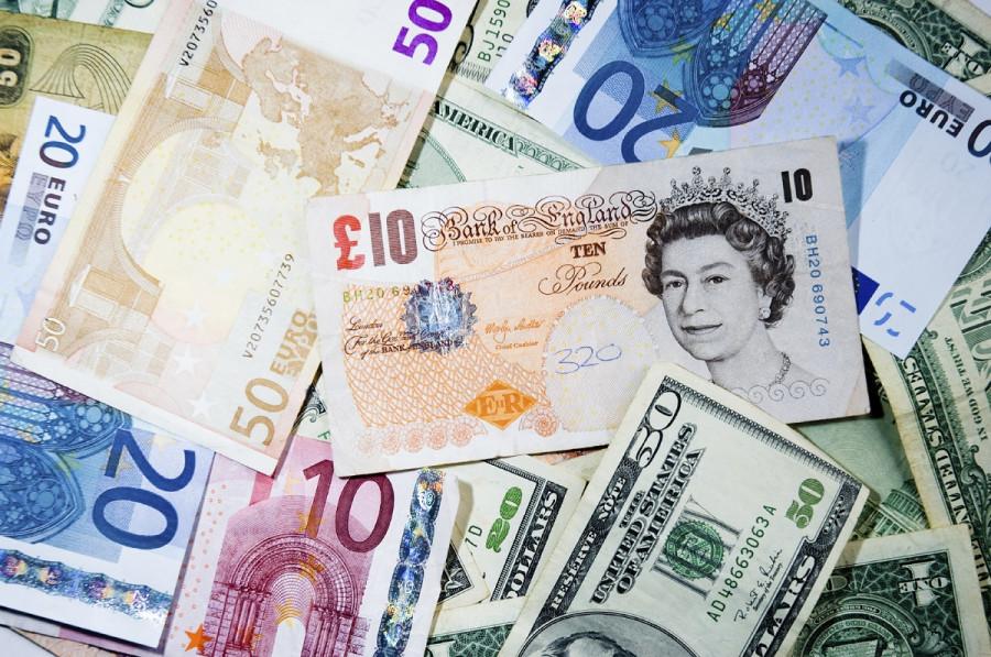 Настроения по евро ухудшаются из-за вакцины AstraZeneca