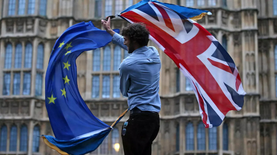 Эксклюзив от Bloomberg: Европейский парламент ходит по тонкому льду – Британия наращивает военные силы