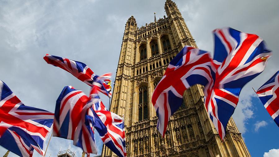 Опасения по поводу распада Великобритании и обвинения в адрес Джонсона ограничивают рост GBP