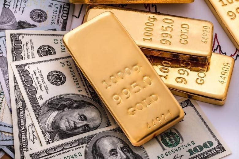 Золото устремилось вниз после яркого взлета к январским максимумам