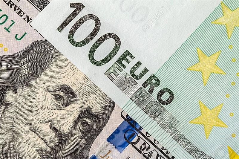 EUR/USD: евро оказался между двух огней, а доллар не оставляет надежд пробиться через тернии к звездам, поскольку ФРС может
