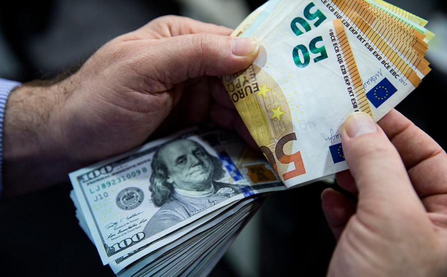 EUR/USD: смешанная динамика евро в паре с долларом США