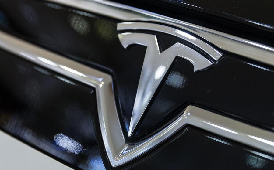 Фондовые индексы растут, акции технологической Tesla падают