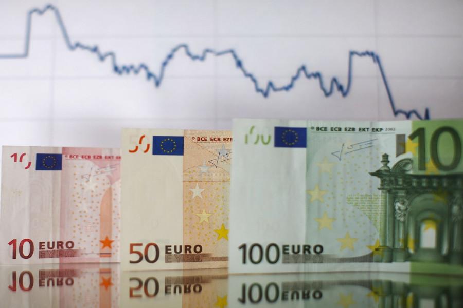 Летящий на свет евро может опалить крылья