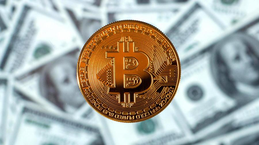 Биткоин сравняется по капитализации с золотом