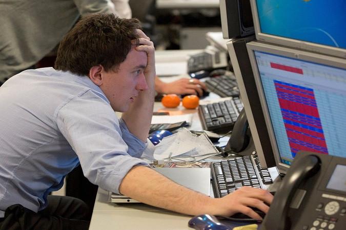 Фондовый рынок снижается из-за опасений за восстановление экономики США